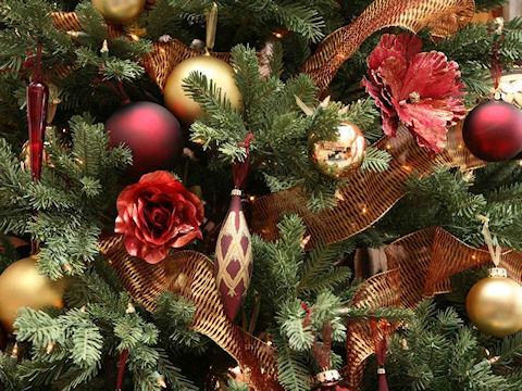 Новогодняя елка от Деда Мороза