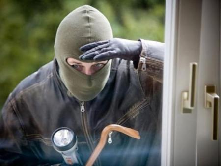 В Кингисеппе расследуют дело о краже из банкомата