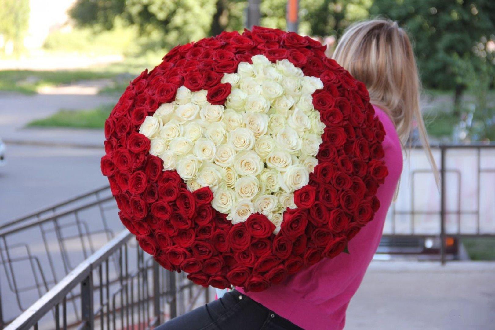 101 роза – потрясающий подарок для любой женщины